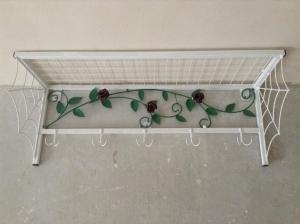 Вешалка с цветами